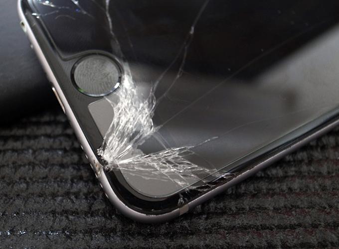 iPhone6の前面ガラスが割れた