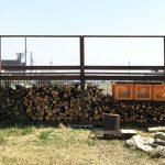 楽しいDIY!庭に設置した薪棚をカスタマイズ♪