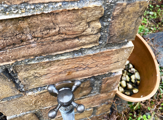 レンガで作った立水栓