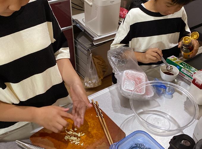 子ども達の手づくり餃子